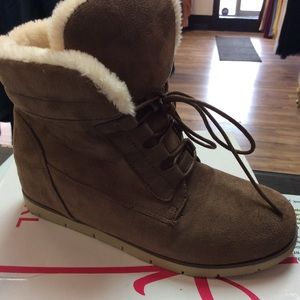 Suede boot with faux fur lining
